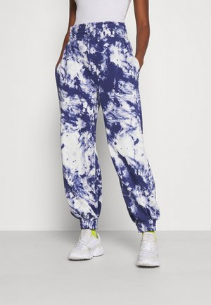 OVERSIZED HIGH RISE - Tracksuit bottoms - white/blue