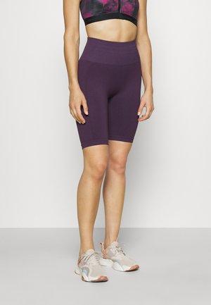 SEAMLESS CYCLING SHORT - Medias - purple