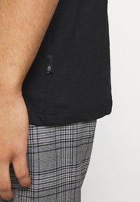 Burton Menswear London - 3 PACK - T-shirt - bas - black - 3