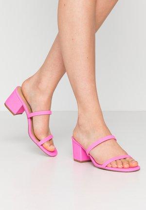 ISSY - Pantofle na podpatku - pink neon