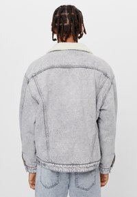 Bershka - MIT LAMMFELLIMITAT  - Denim jacket - grey - 2
