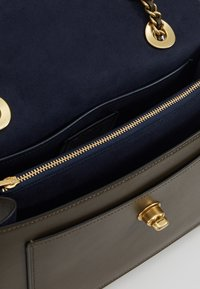 Coach - PARKER SHOULDER BAG - Handbag - moss - 4