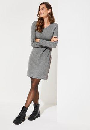 MIT KLASSISCHEM FISCHGRÄTMUSTER - Day dress - gray
