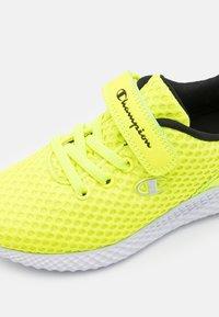 Champion - LOW CUT SHOE SPRINT UNISEX - Sportschoenen - neon yellow - 5