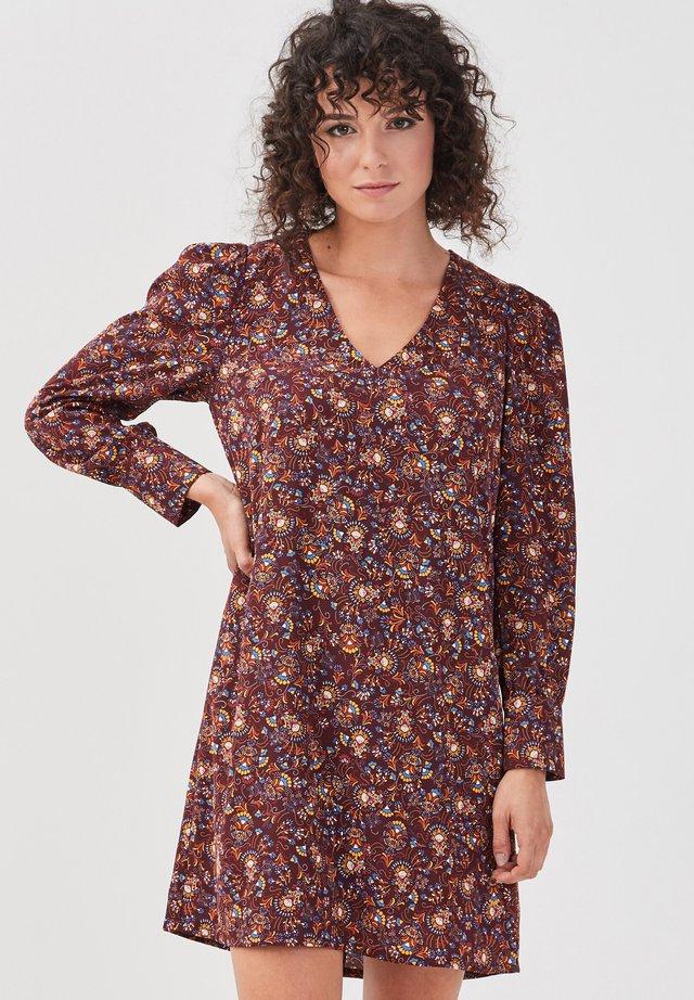 MIT V-AUSSCHNITT - Korte jurk - marron foncé