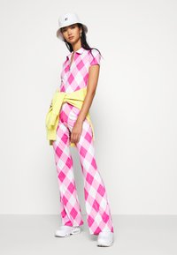 Jaded London - BOOTCUT TROUSER DIAMOND CHECK PRINT - Stoffhose - pink - 1