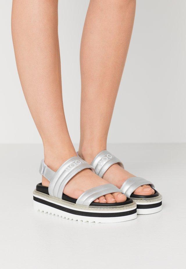 ALICANTE  - Sandály na platformě - silver