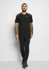 Nike Performance - BREATHE RISE  - Print T-shirt - black/reflective silver - 1