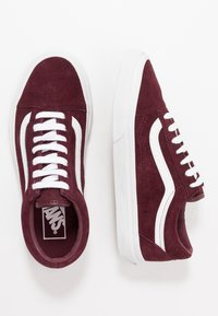Vans - OLD SKOOL - Tenisky - port royale/true white - 1