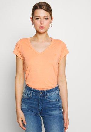 EYBEN SLIM - Basic T-shirt - tangerine
