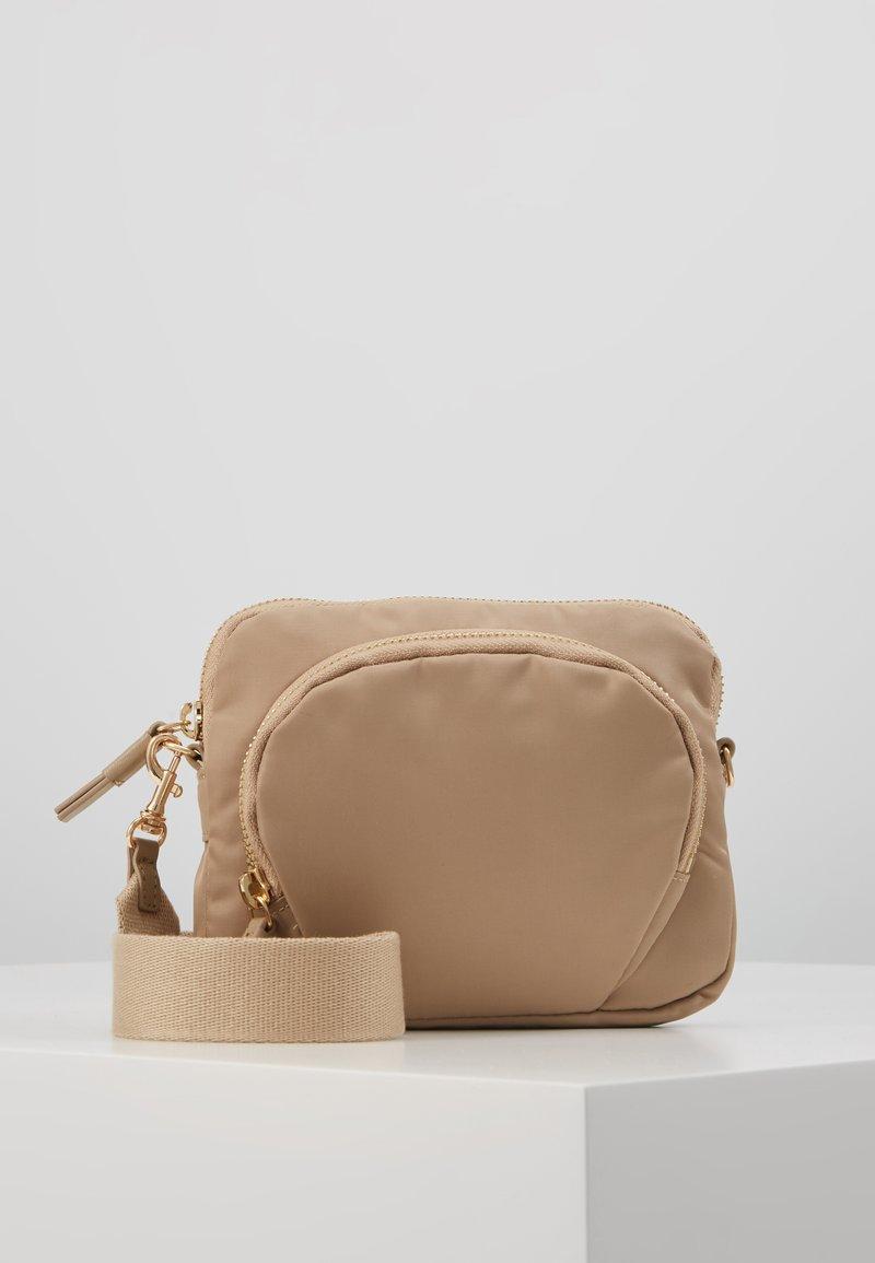 Filippa K - MINI BAG - Taška spříčným popruhem - warm taupe