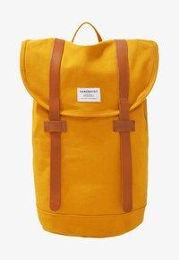 Sandqvist - STIG - Rucksack - yellow/cognac brown - 0
