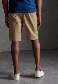 Superdry - Shorts - grain khaki - 2