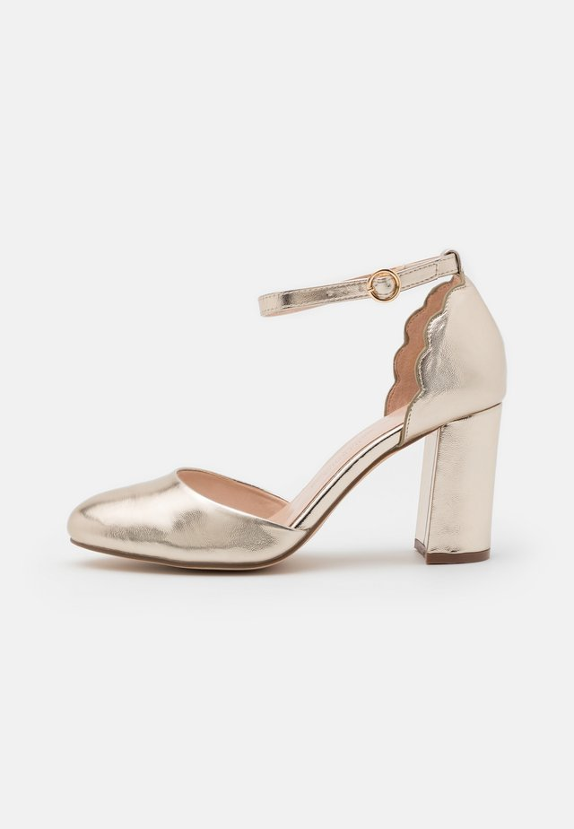WIDE FIT DELANY COURT - Klassiske pumps - gold