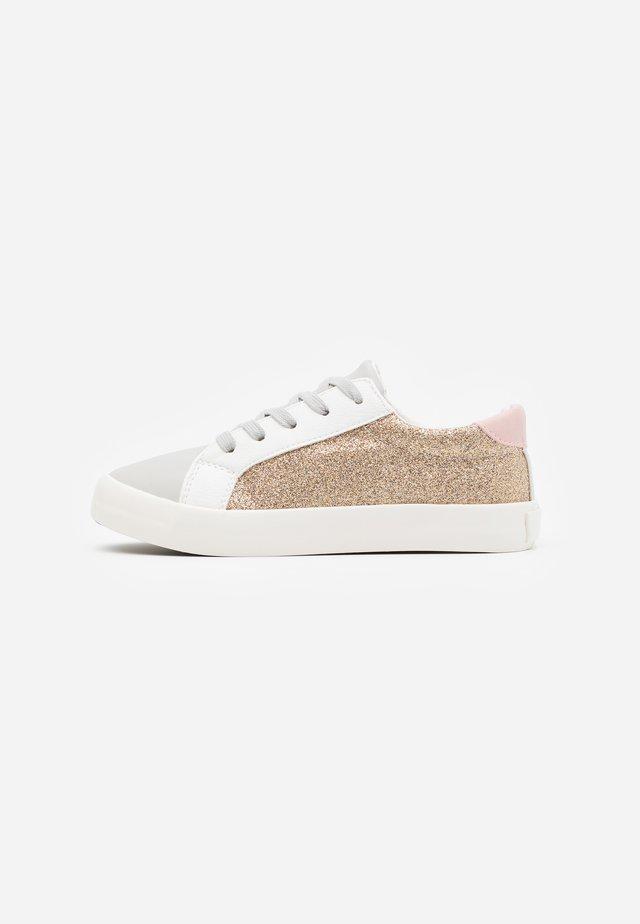TIBI UNISEX - Sneakers basse - gold glitter/blush