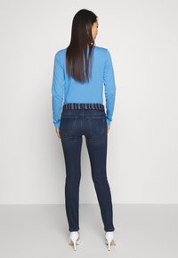 Marc O'Polo - DENIM TROUSER MID WAIST SLIM LEG REGULAR LENGTH BELT SCARF - Slim fit jeans - dark blue wash - 2