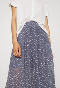 Abercrombie & Fitch - PLEATED MIDI - A-line skirt - blue - 4