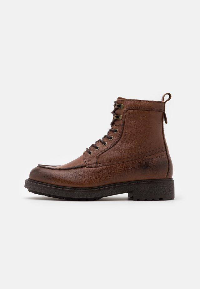 LACE UP BOOT - Šněrovací kotníkové boty - cognac