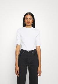 Monki - SABRINA - Basic T-shirt - white - 0