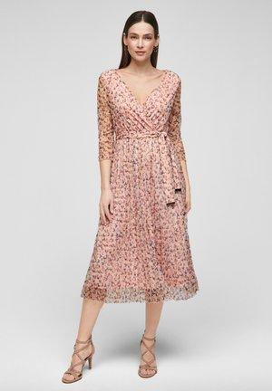 S Oliver Black Label Kleider Online Entdecke Dein Neues Kleid Zalando