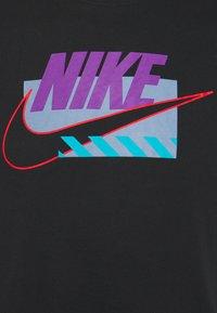 Nike Sportswear - BRANDMARKS - T-shirt print - black/wild berry - 2
