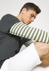 INDICODE JEANS - COMMERCIAL KEN HOLES - Shorts di jeans - offwhite - 3