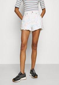 Abercrombie & Fitch - PRIDE CURVE LOVE MOM - Denim shorts - tie dye - 0