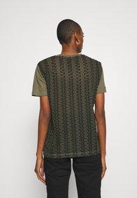 Desigual - NIZA - Basic T-shirt - boaba - 2