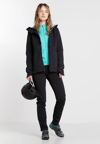 Vaude - WOMEN'S CYCLIST WINTER JACKET - Softshellová bunda - black - 1