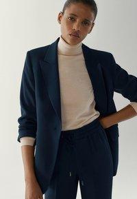 Massimo Dutti - MIT EINEM KNOPF - Blazer - blue-black denim - 4