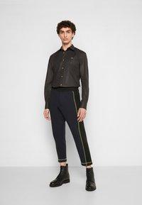 Vivienne Westwood - SLIM - Shirt - black - 1