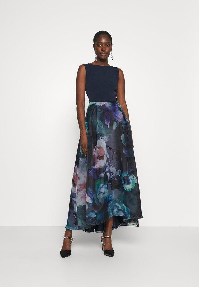 Suknia balowa - hydro/multi