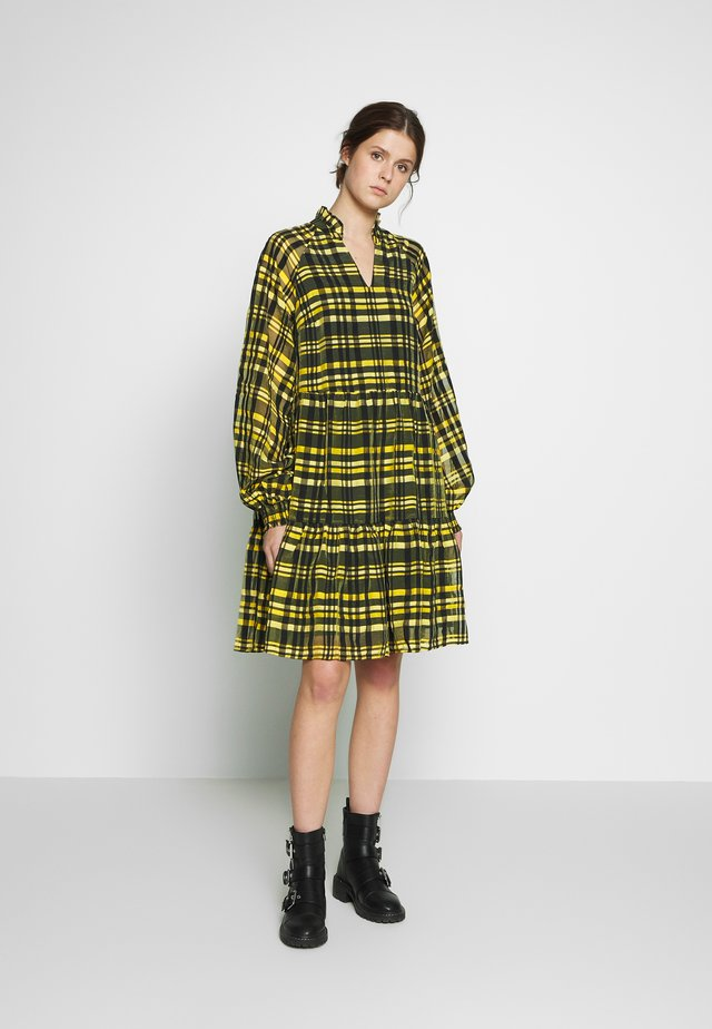 YASEMILI DRESS TALL - Robe d'été - vibrant yellow/vibrant yellow check