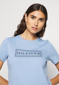 Tommy Hilfiger - CLEO REGULAR  - T-shirt z nadrukiem - blue - 3