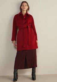 Falconeri - MIT SICHTBAREN STEPPNÄHTEN - Classic coat - rot - rouge - 1