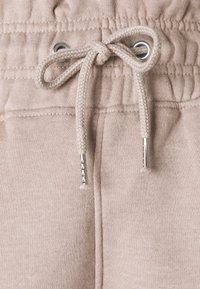 Missguided Petite - PAPER BAG JOGGER - Tracksuit bottoms - sand - 2