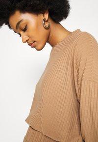 New Look - ELASTIC HEM SET - Sweatshirt - camel - 8