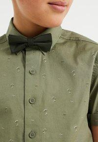 WE Fashion - DESSIN - Camicia - moss green - 2