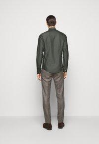 Sand Copenhagen - JACKY - Camisa elegante - khaki - 2