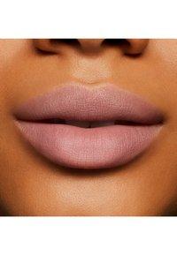 MAC - POWDER KISS LIQUID LIPCOLOR - Liquid lipstick - ferosh! - 1