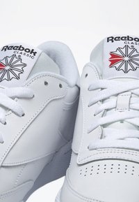 Reebok Classic - CLUB C 85 SHOES - Zapatillas - white - 5