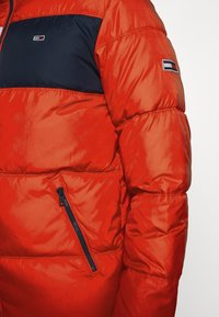 Tommy Jeans - COLORBLOCK PADDED JACKET - Kurtka zimowa - deep crimson - 6