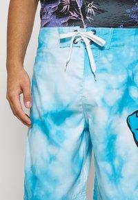 Santa Cruz - TIE DYE HAND BOARDIE - Shorts - blue - 4