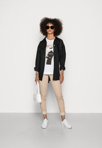 Rich & Royal - WITH PRINT - Print T-shirt - toffee - 1