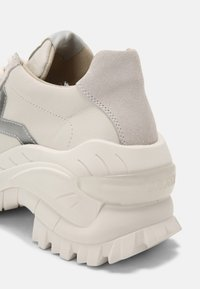Bronx - CHAINY - Trainers - off white - 7