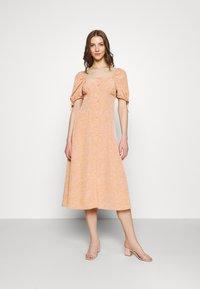 Fashion Union - BIATRRITZ DRESS - Shirt dress - bandana - 0