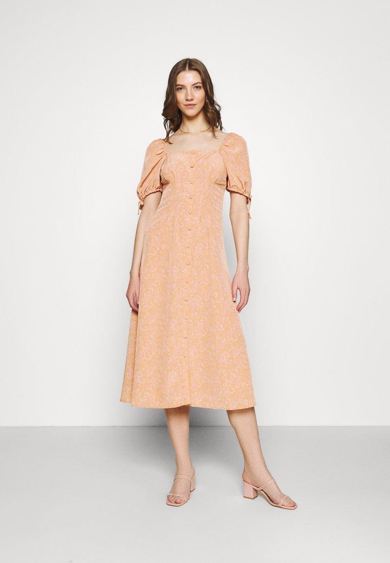 Fashion Union - BIATRRITZ DRESS - Shirt dress - bandana