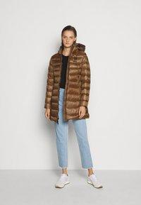 Blauer - IMPERMEABILE LUNGHI IMBOTTITO - Down coat - dark beige - 1