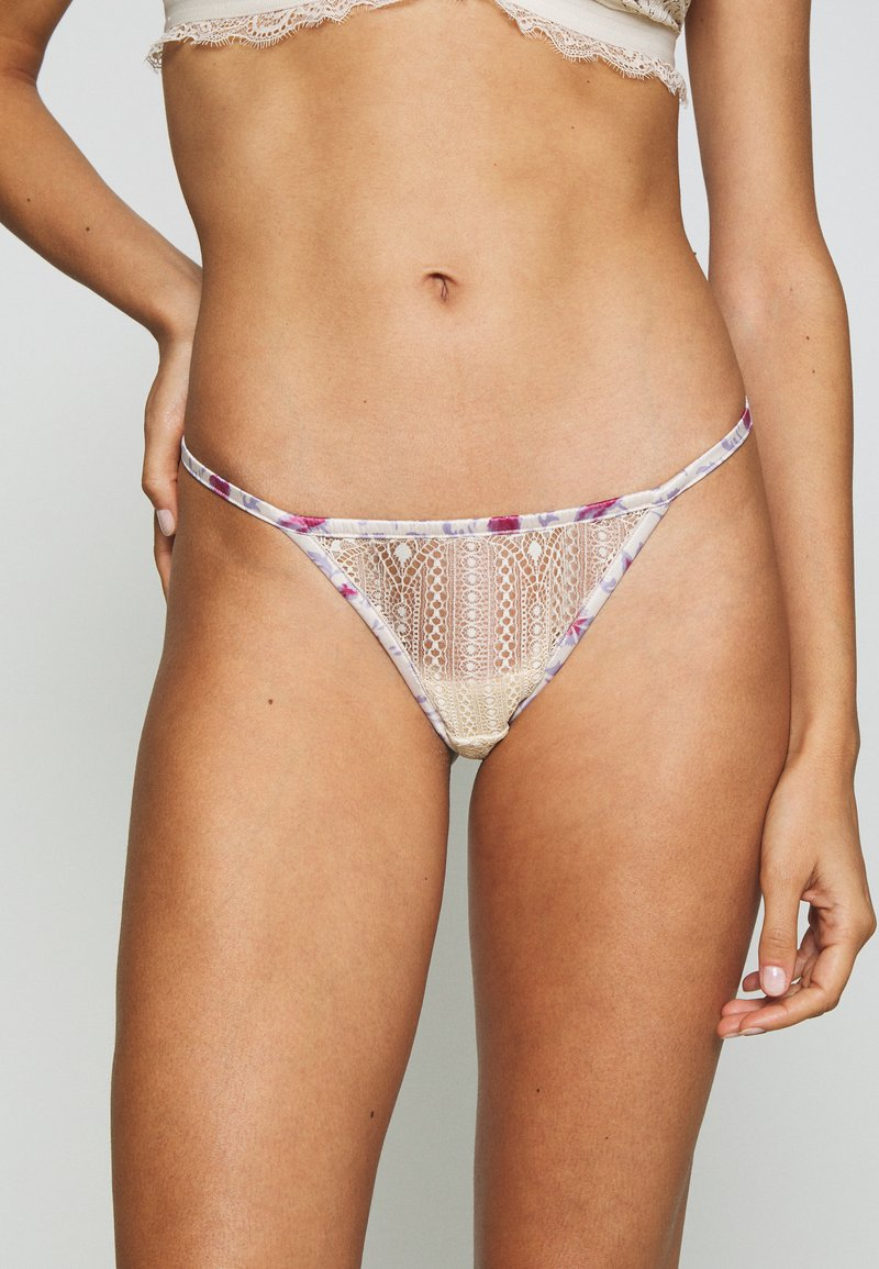 LOVE Stories - ROOMIE - Thong - off white
