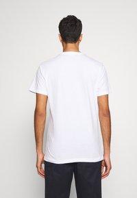 Bruuns Bazaar - LEON SYLVESTER TEE - Triko spotiskem - white - 2